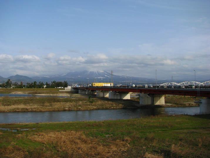 120319 日野橋と大山.jpg