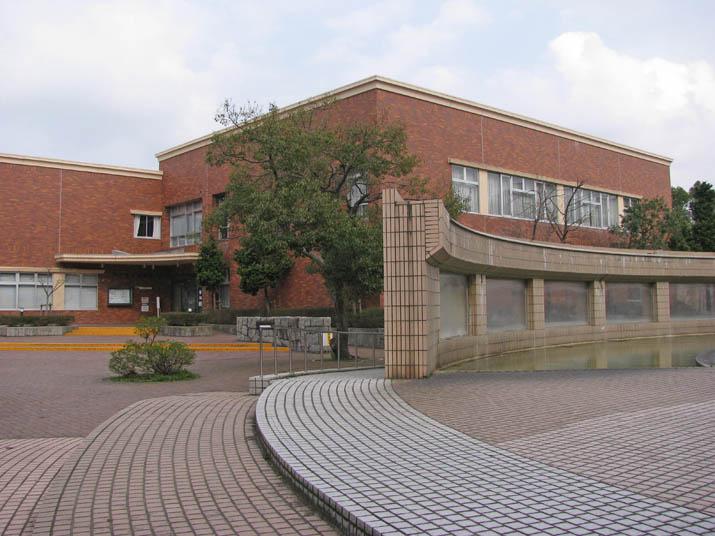120328 図書館とハピネス広場.jpg