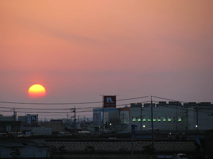 120331 ナフコ東米子店と夕日.jpg