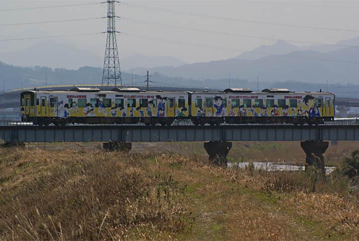 120402 陸橋を走るコナン列車.jpg