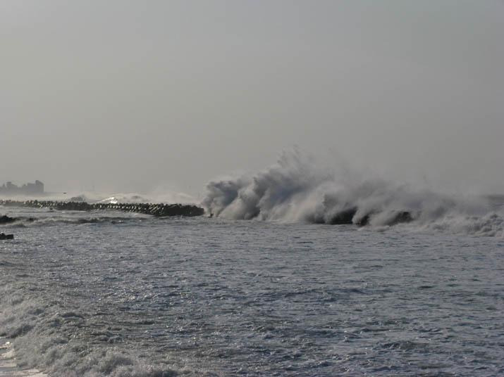 120404 テトラポットの大波.jpg
