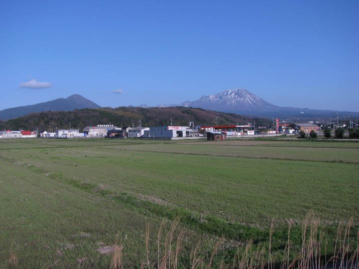 120414 青空と大山と壺瓶山.jpg