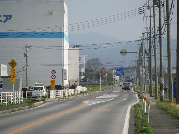 120419 県道53号線 まっすぐな道.jpg