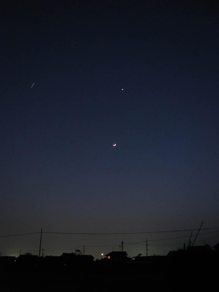120424 月と金星とヘリ.jpg