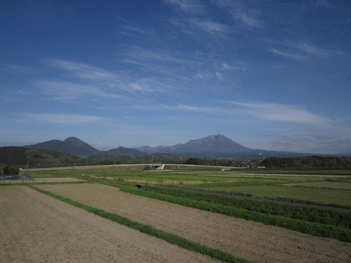 120426 青空と春の大山.jpg