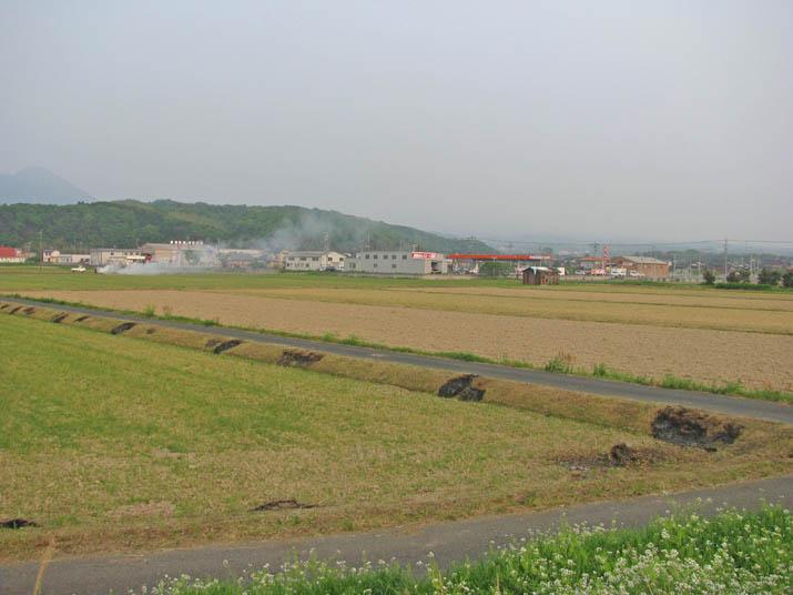 120508 野焼きと消えた大山.jpg