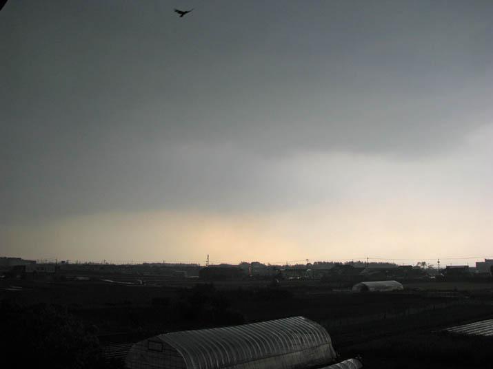 120517 米子を覆う真っ黒な雷雲.jpg