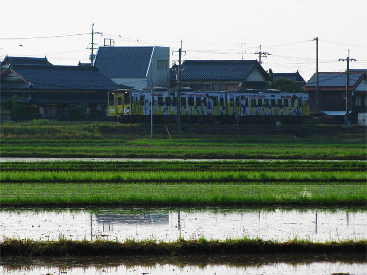 120525 小波の水田とコナン列車.jpg