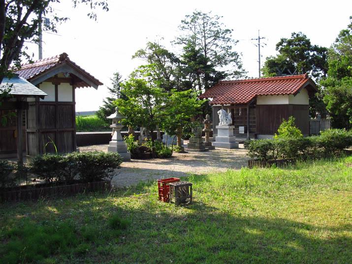 120725 中間神社の境内.jpg