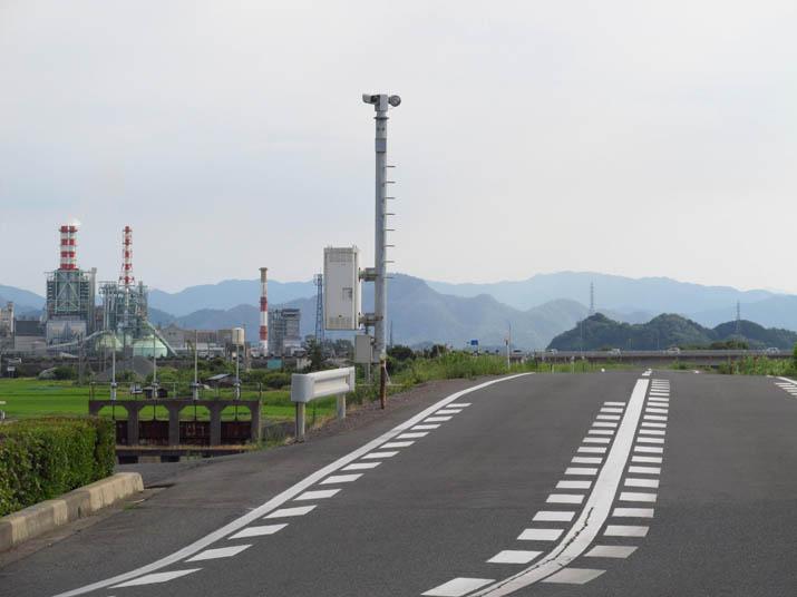 120809 日野川沿いの道路と王子製紙.jpg