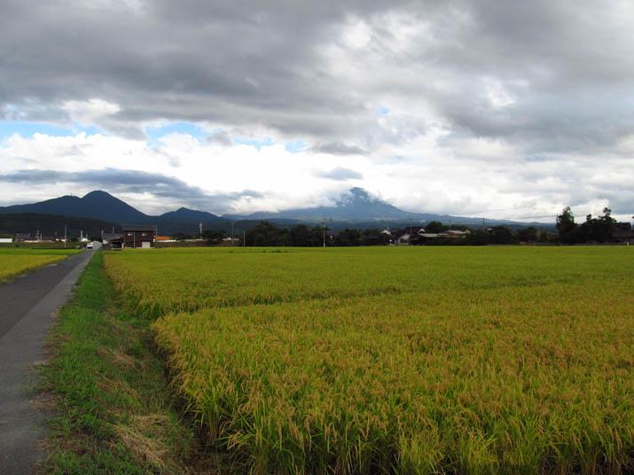 120911 田園と雲と大山.jpg