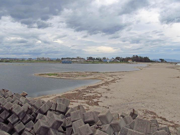 120916 雲の多い日野川河口.jpg