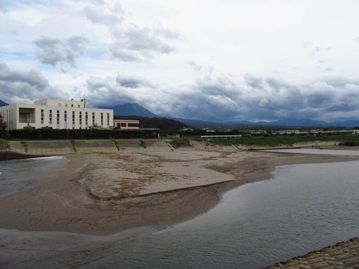 120916 佐陀川河口と大山.jpg