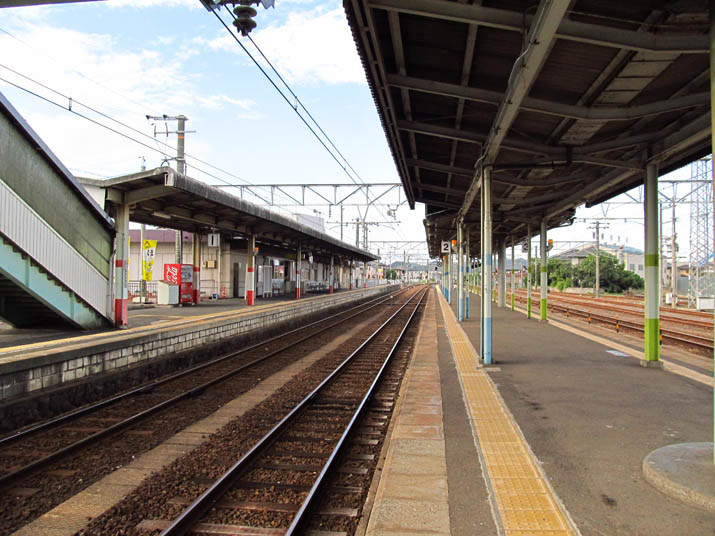120919 伯耆大山駅 ホームの中.jpg