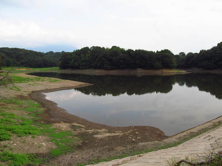 120920 水の減った岡成池.jpg
