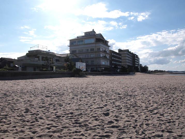 121002 砂浜と皆生温泉ホテル群.jpg