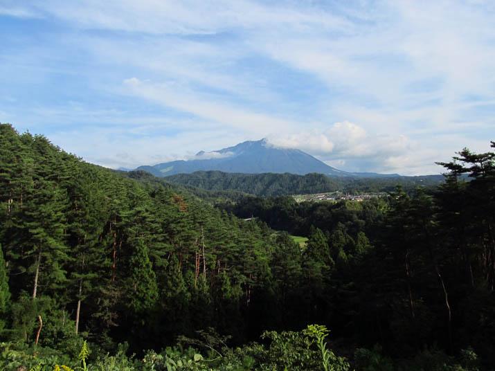 121005 大山の見える山道.jpg