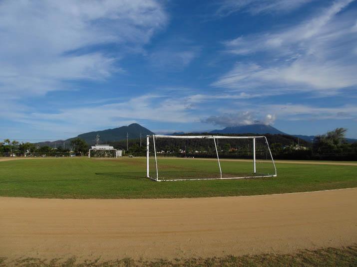 121009 青空とサッカーゴール.jpg
