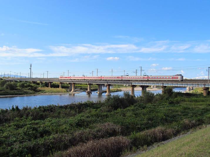 121013 日野川鉄橋の特急やくも.jpg