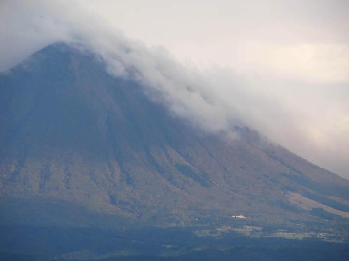 121106 大山に迫る雲の波.jpg