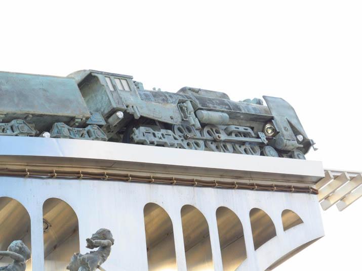 121110 機関車モニュメント 米子駅.jpg