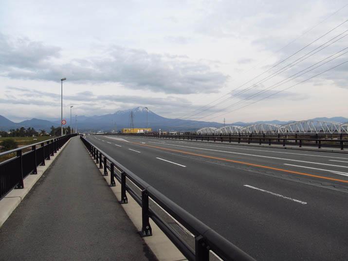 121121 新日野橋から大山.jpg