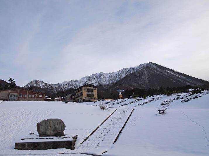 121203 白い博労座駐車場と大山.jpg