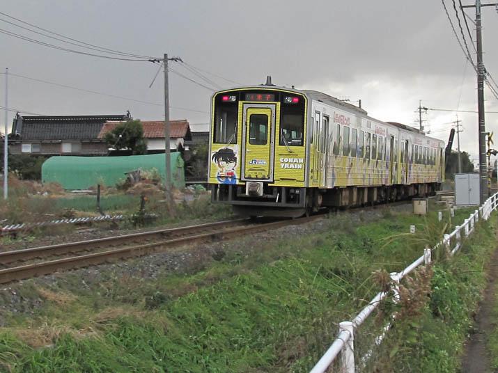 121211 過ぎゆくコナン列車.jpg