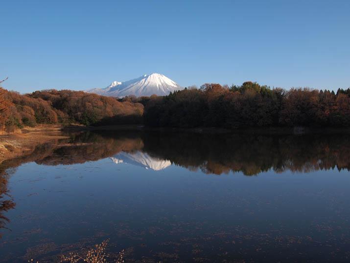 121213  岡成池の逆さ大山.jpg
