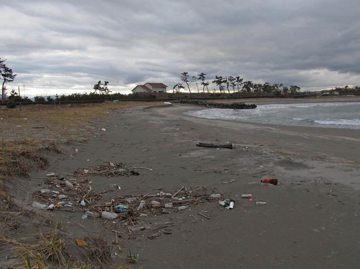 121229 ゴミの多い淀江の海岸.jpg