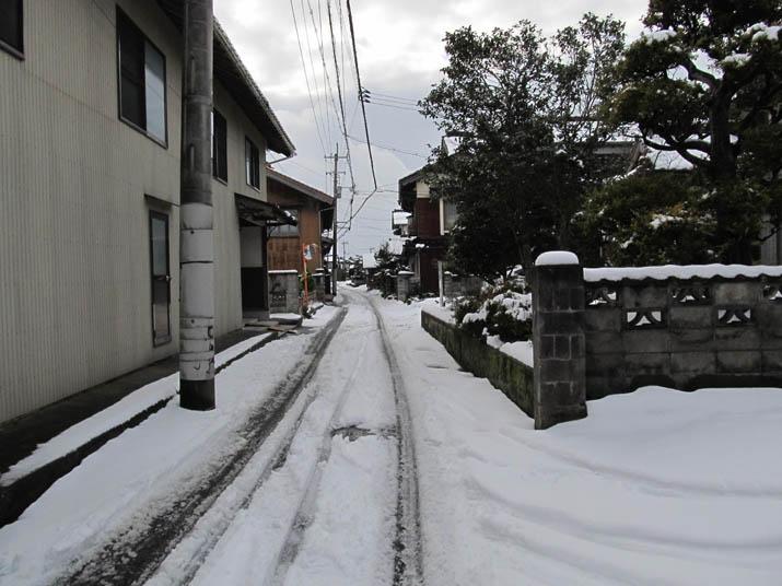 130104 裏路地の雪.jpg