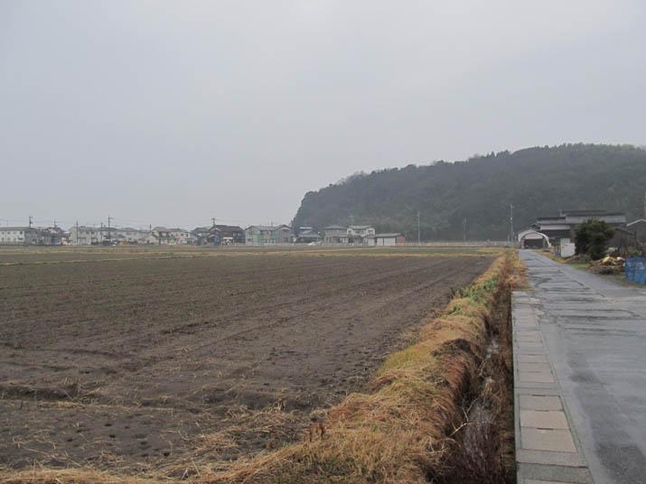 130121 雨の田園と壷瓶山.jpg