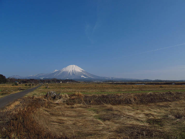 130131 植田正治写真美術館前の大山.jpg
