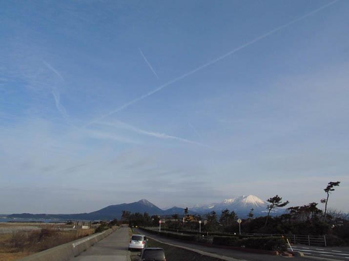 130214 大山と飛行機雲.jpg