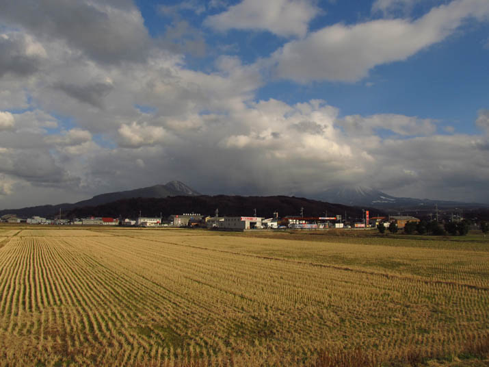 130220 冬の田園と9号線沿い淀江町.jpg