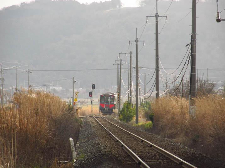130224 淀江駅へと向かう1両編成.jpg