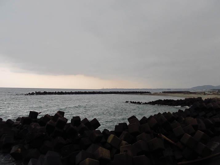 130301 薄暗い夕方の海岸.jpg