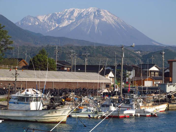 130413 淀江漁港と大山.jpg