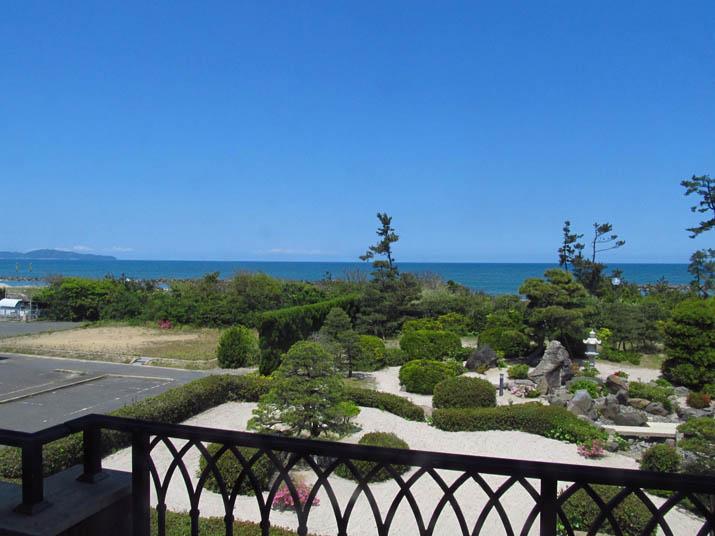 130503 庭園と日本海.jpg