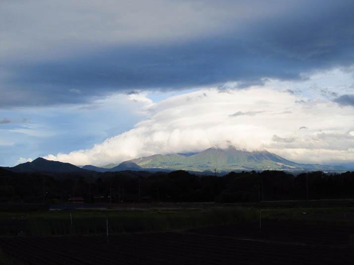 130510 陽射しで輝く大山.jpg