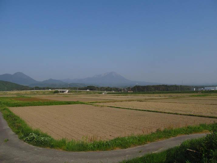 130513 大山の見える田園地域.jpg