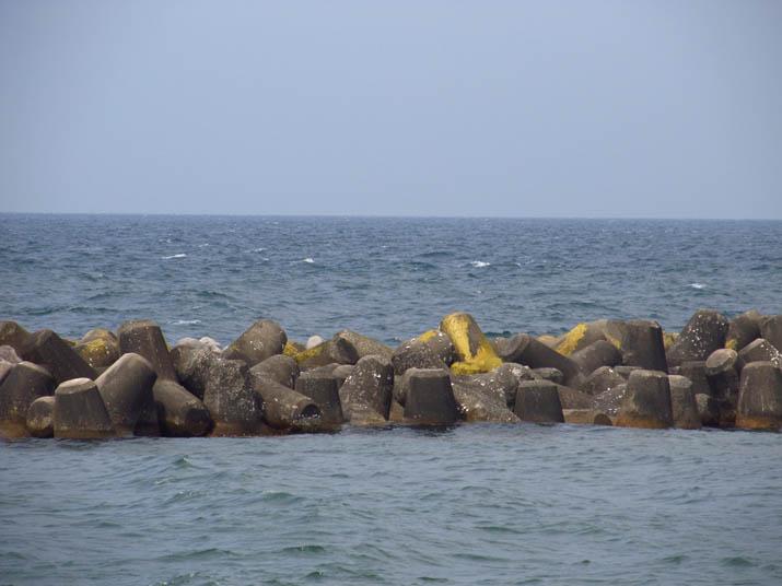 130515 テトラポット 黄色いペンキ .jpg
