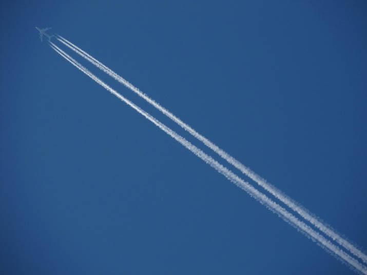 130528 飛行機雲.jpg