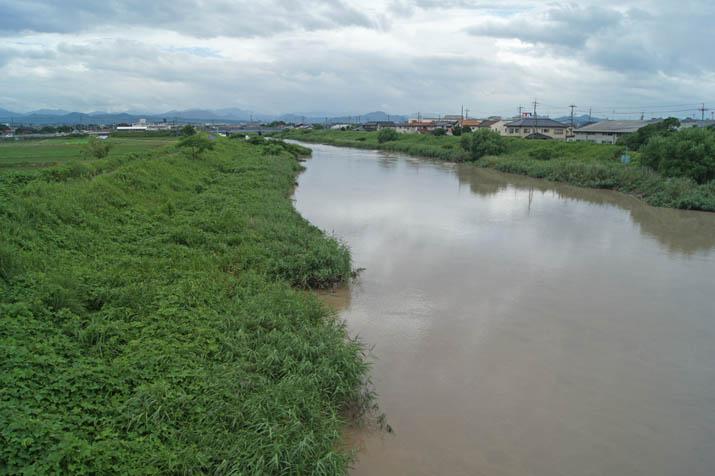 130715 水かさの増えた佐陀川.jpg