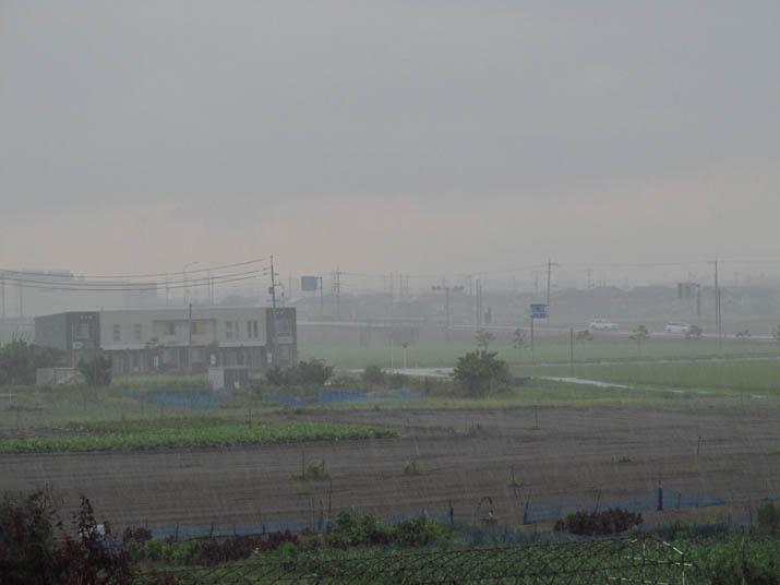 130804 激しい雨そのあと.jpg