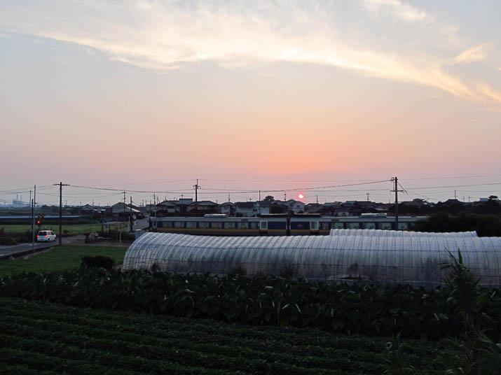 130813 日没間際の山陰線列車.jpg