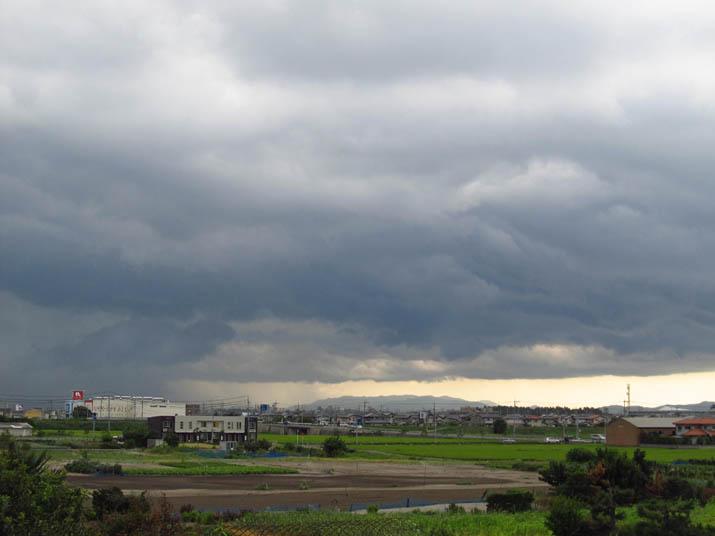 130822 淀江へと近づく黒い雲.jpg