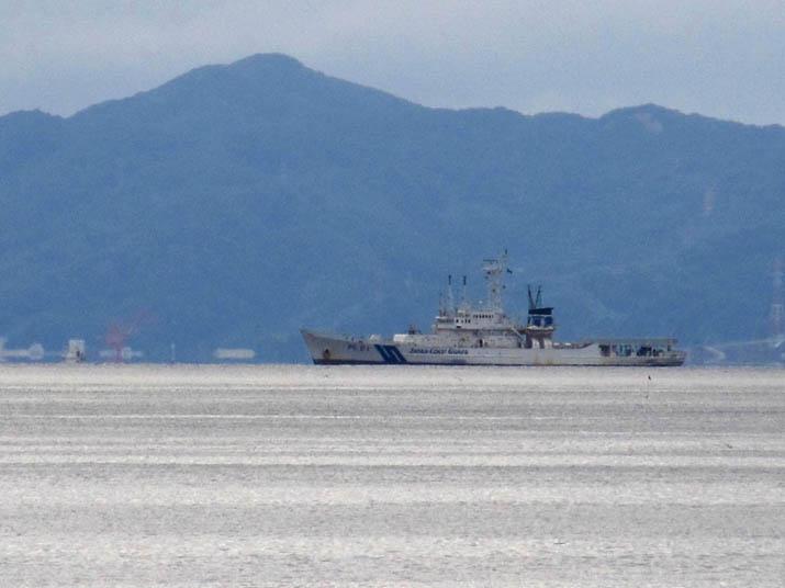 130823 美保湾に浮かぶ海保の船.jpg