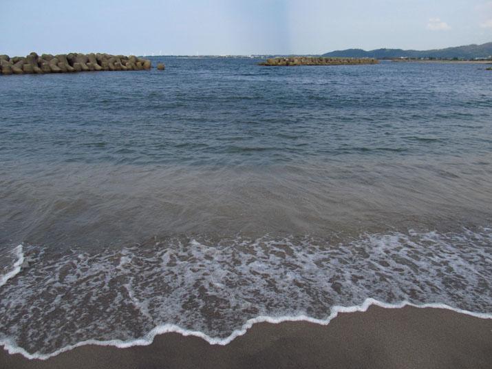 130828 佐陀の海岸 波間.jpg