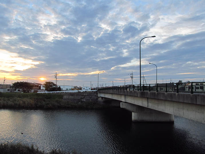 131007 佐陀川越しに沈む夕日